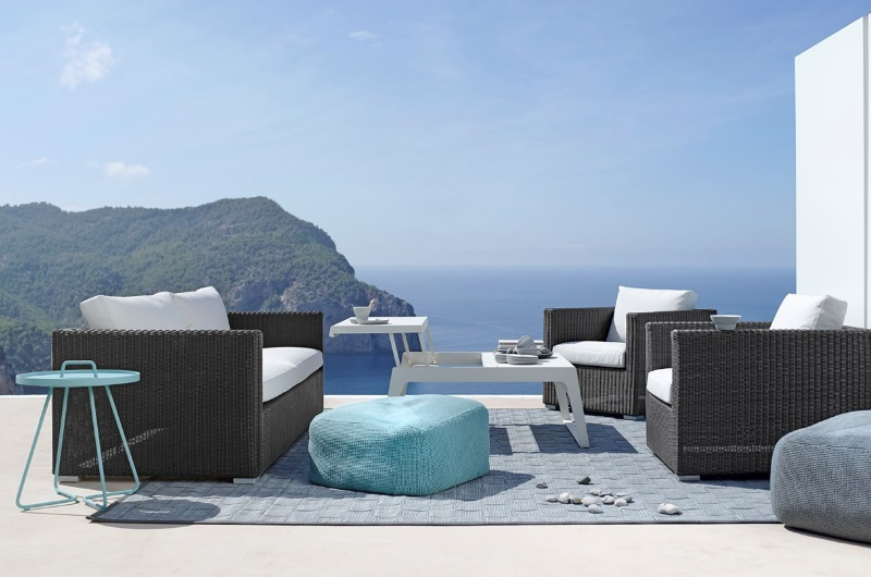 CHESTER Loungegruppe in graphite - mit DIVINE Hocker und CHILL-OUT Couchtisch